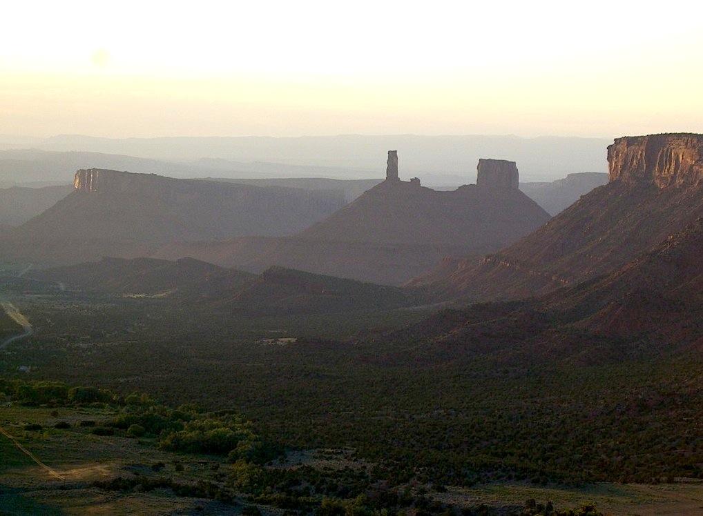 Castleton Tower, sur les rives du Colorado près de Moab (Utah)