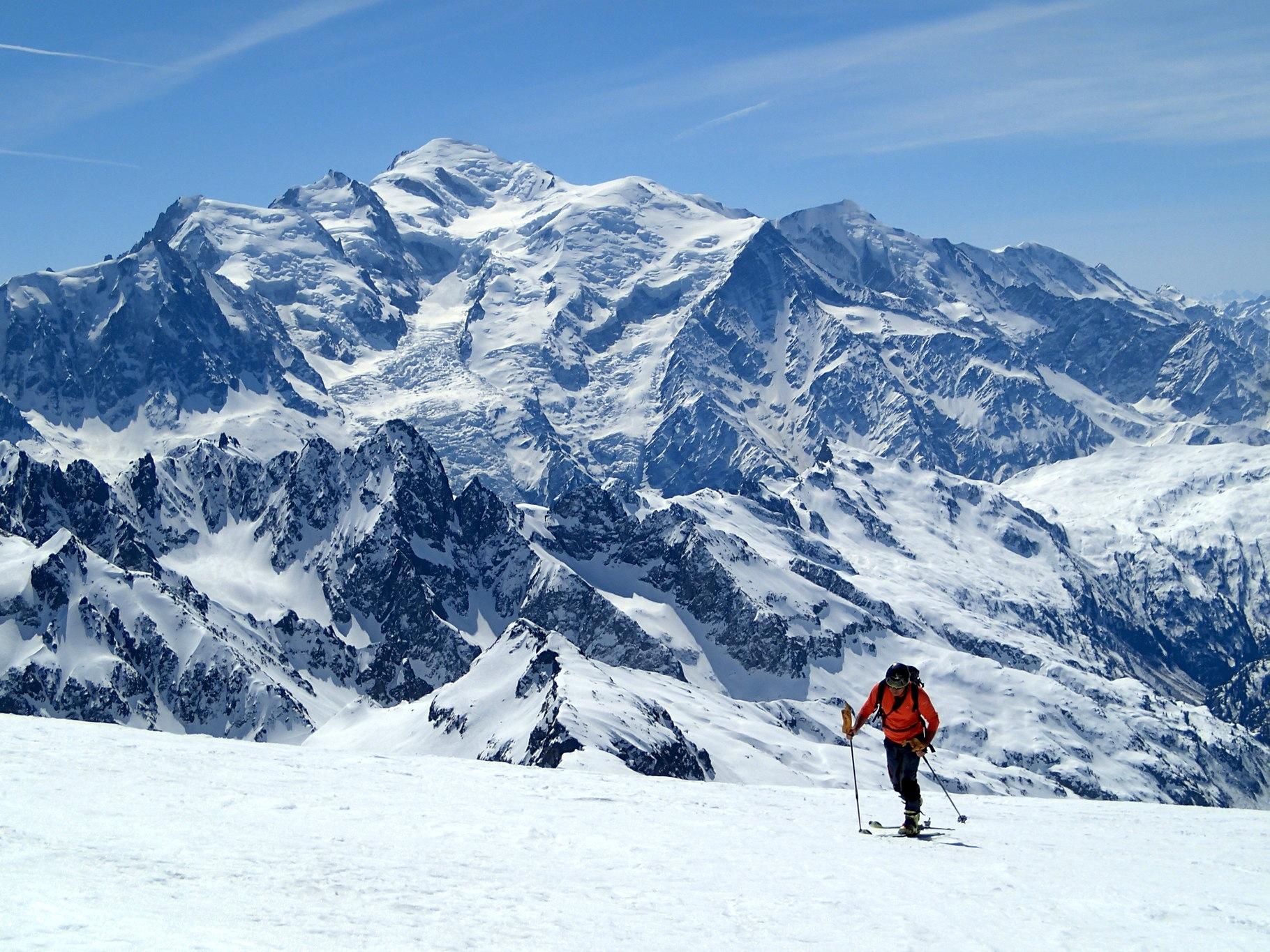 Sur le Buet avec le massif du Mont Blanc en toile de fond. Grandiose !