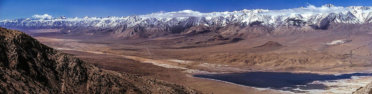 La Sierra Nevada - en Californie - vue du Nord-Est, côté Nevada