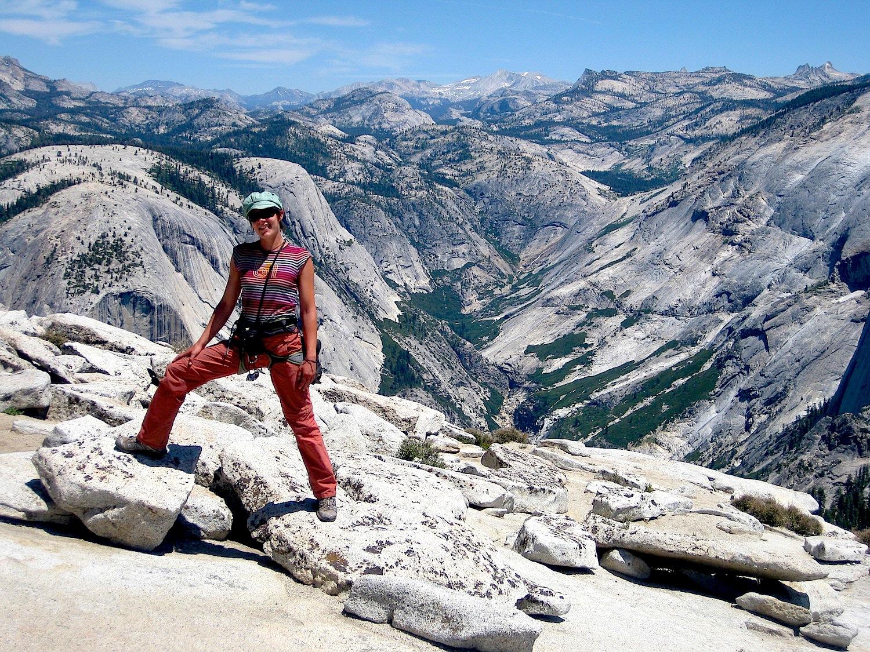 Vue dominante sur la Sierra Nevada depuis le Half Dome