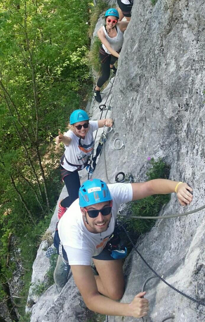 Eh oui, ça rigole dans cette Via Ferrata du Saix de Molène au-dessus d'Abondance, en Haute Savoie !
