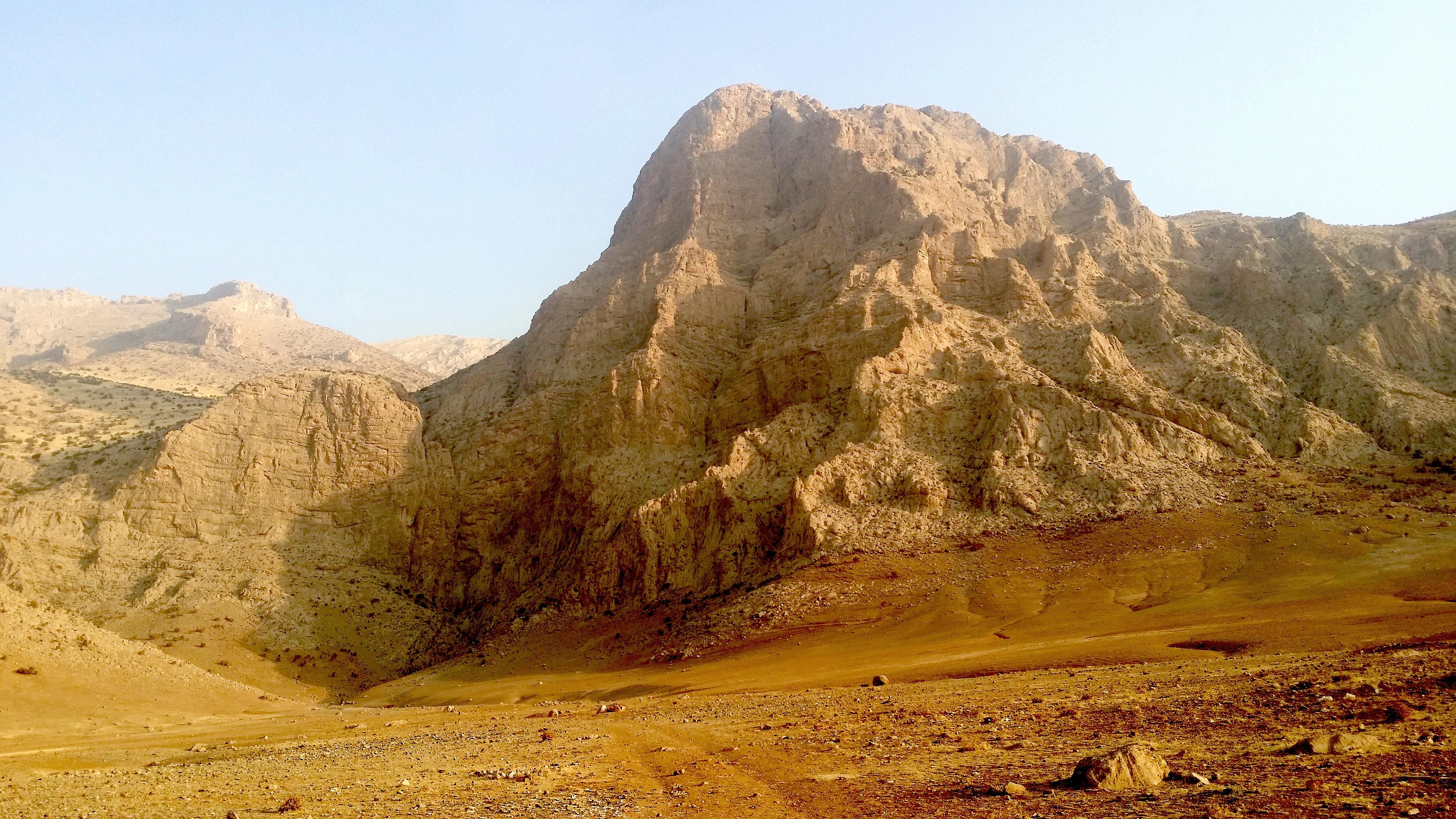 """Le Bizotoun Za, plus modeste que son """"grand frère"""", le Bizotoun, avec ses 1200 m. de paroi. Celle-ci fait déjà près de 600 m...."""