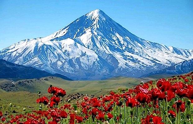 Le volcan Damavand, à 5671 mètres, est le point culminant d'Iran