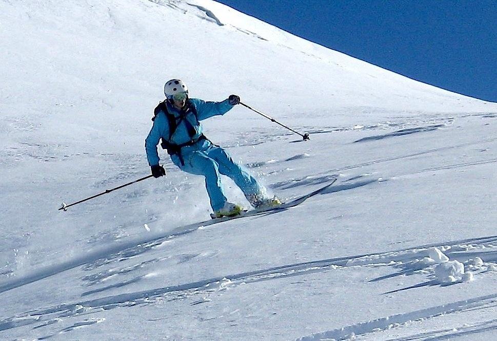 Freeride quelque part dans les Alpes françaises du nord.