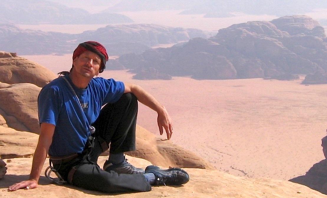 Au sommet du Jebel Um Ishrin à Wadi Rum en Jordanie.
