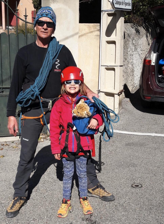 Avec ma fille Alix, en partance pour la Calanque de Figuerolles.